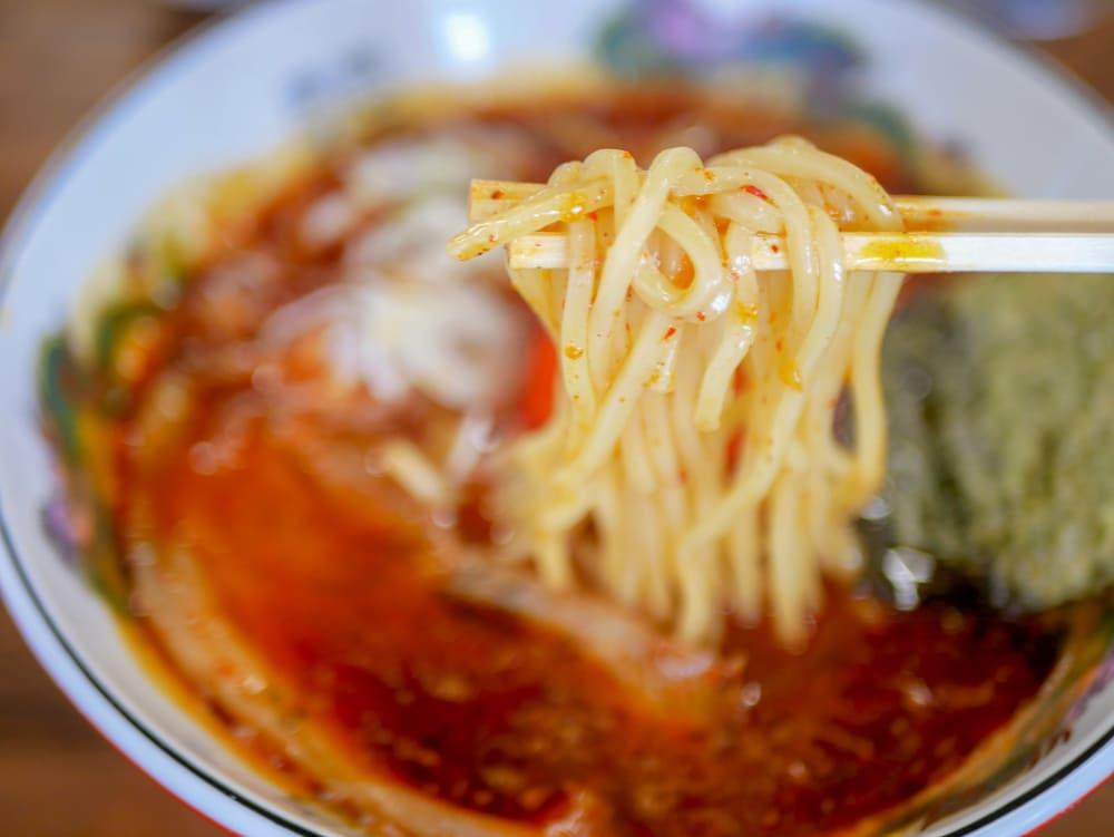 魚雷東バイパス店の濃厚辛そばの麺
