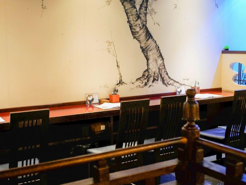 茶蔵店内のカウンター席