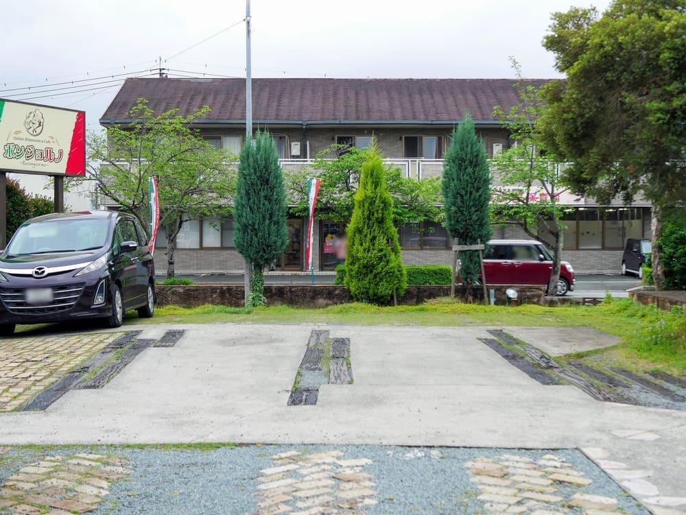 ボンジョルノの駐車場