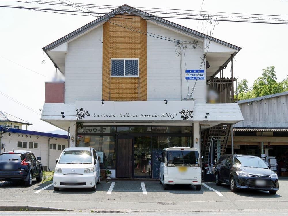 ANGIのお店前の駐車場