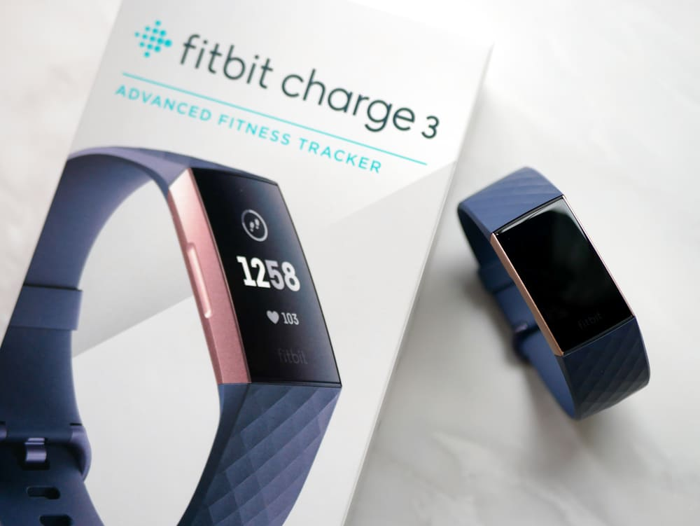 fitbit charge 3の外箱と本体