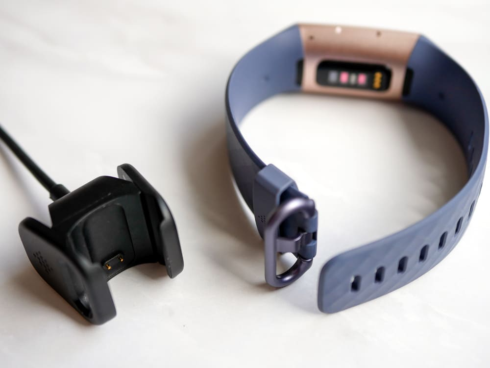 Fitbitの充電器と本体