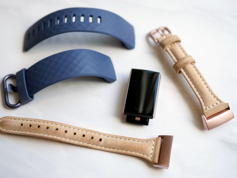 Fitbitの本革ベルト