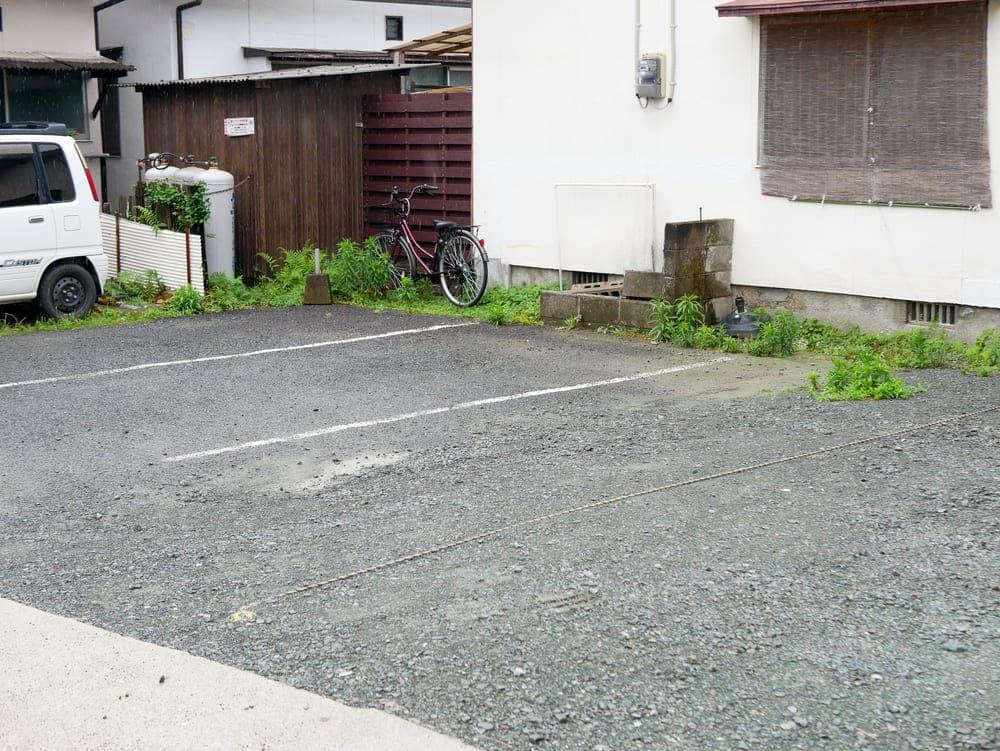 ラーメン樹の表駐車場