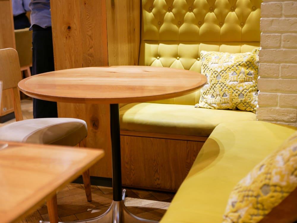 ビブリオテークのソファ席